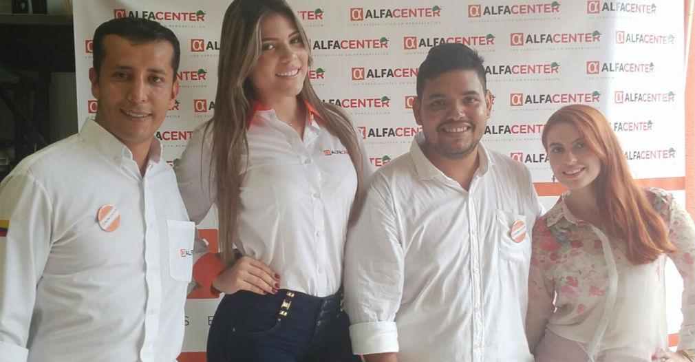 El gerente de Alfacenter Santa Marta, Pedro Uribe (centro), acompañado de Fabián Garay, gerente regional de Alfa y Diana Escobar, directora nacional de Alfa Center.