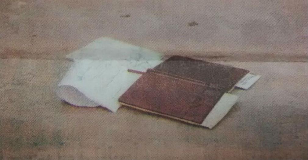 La libreta de apuntes de Roque Morelli quedó en el suelo después de que lo balearon.