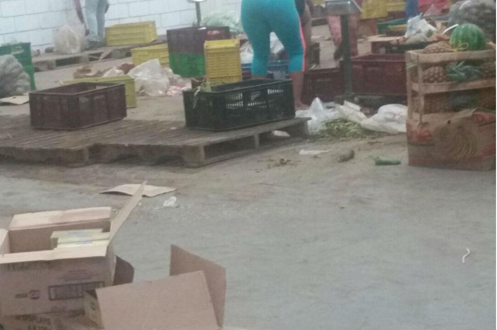 Las bodegas donde se almacenan los alimentos que surten los colegios muestran un alto grado de suciedad, exponiendo la comida a contaminación.