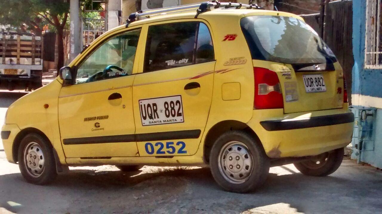 Este fue el taxi que abordaron los dos atracadores.
