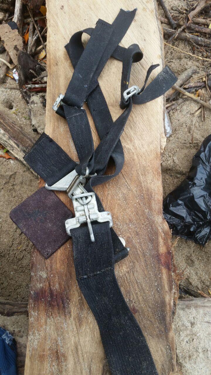 Durante la búsqueda fue hallado el cinturón de seguridad de una de las sillas.