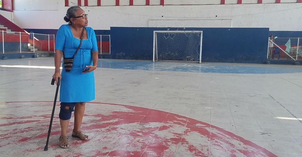 Lourdes ha vivido casi una tercera parte de su vida cuidando y aseando el escenario deportivo.
