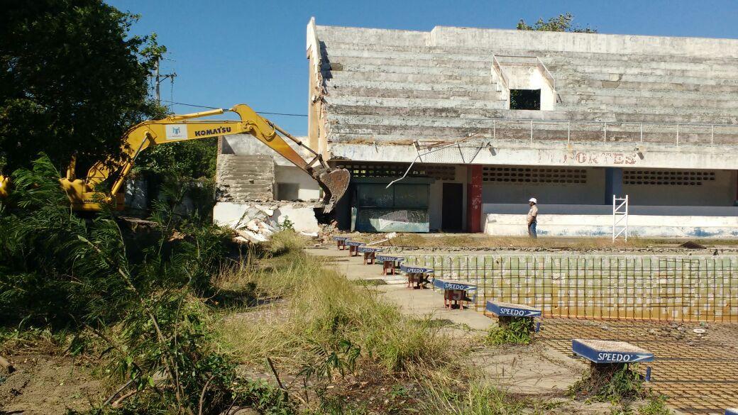 Desde el pasado lunes se iniciaron obras con maquinaria pesada en la Piscina Olímpica.