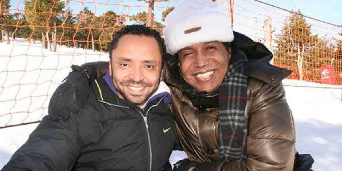 Víctor Sánchez Rincones, periodista; y el artista Diomedes Díaz, el día en que conoció la nieve.