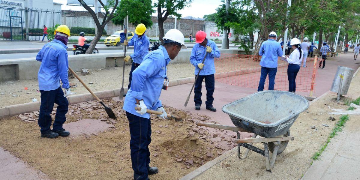 Alcalde exige a contratista del polideportivo que vuelva a for Amoblamiento urbano