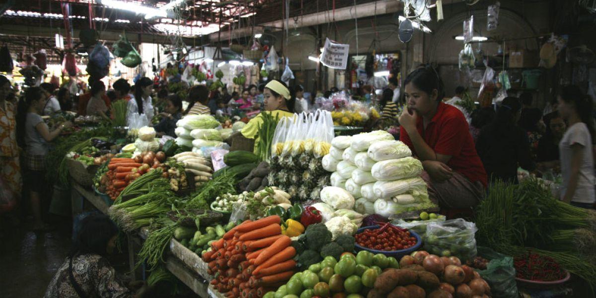 La subida afectaría, especialmente, el consumo de productos de la canasta básica.