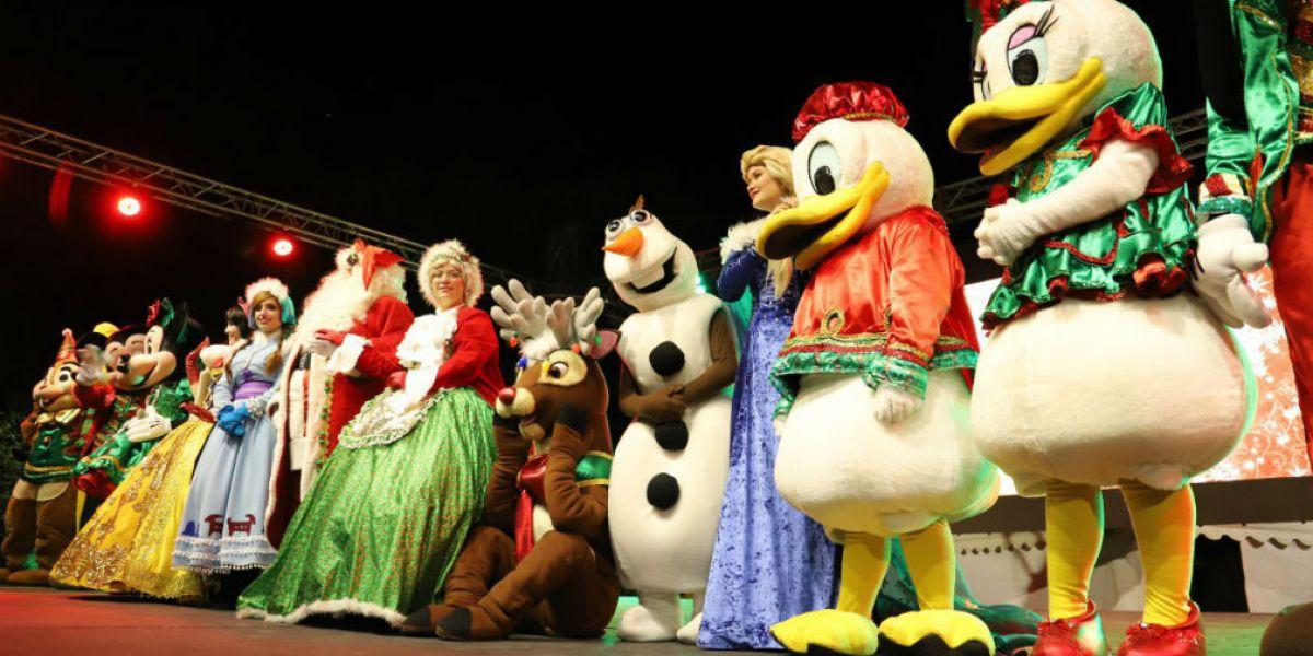'Pequis y sus payasas' hicieron vivir el espíritu navideño en 9 mil niños de la ciudad.