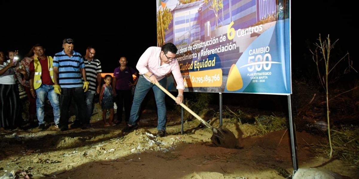El alcalde Rafael Martínez puso la primera piedra de la obra en Ciudad Equidad.