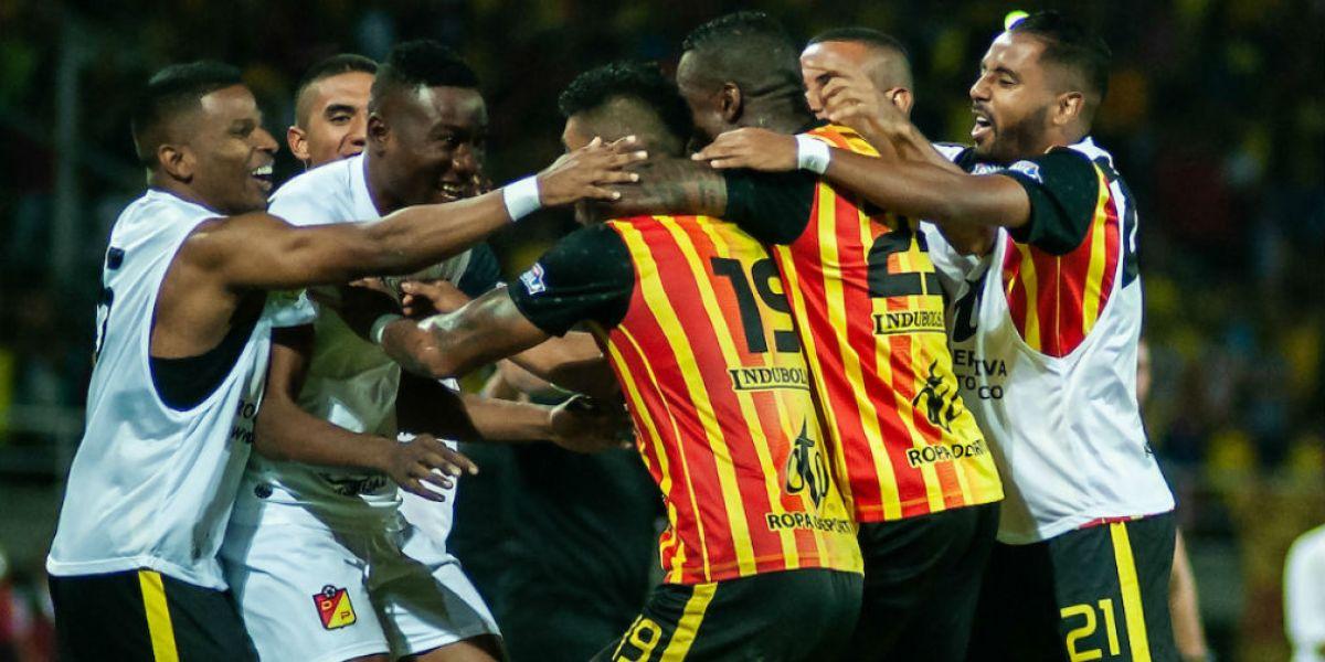 Jugadores del Pereira celebrando.