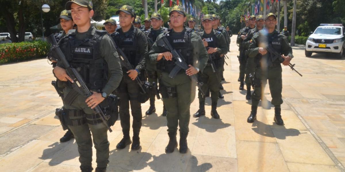 Los 22 uniformados del Comando Especial Antiextorsión fueron presentados en la Quinta de San Pedro Alejandrino.