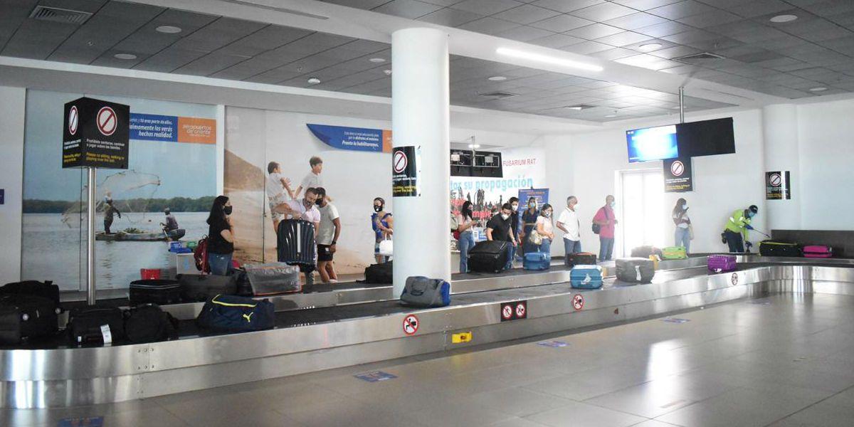 Pasajeros del primer vuelo directo desde Cali.