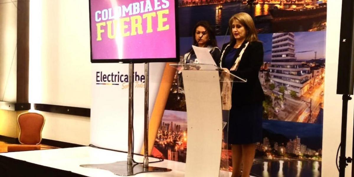 Ángela Patricia Rojas anunciando al nuevo operador del cual ha estado fungiendo como Gerente.
