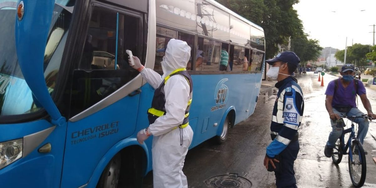 Alcaldía hizo campaña en los buses de transporte público.