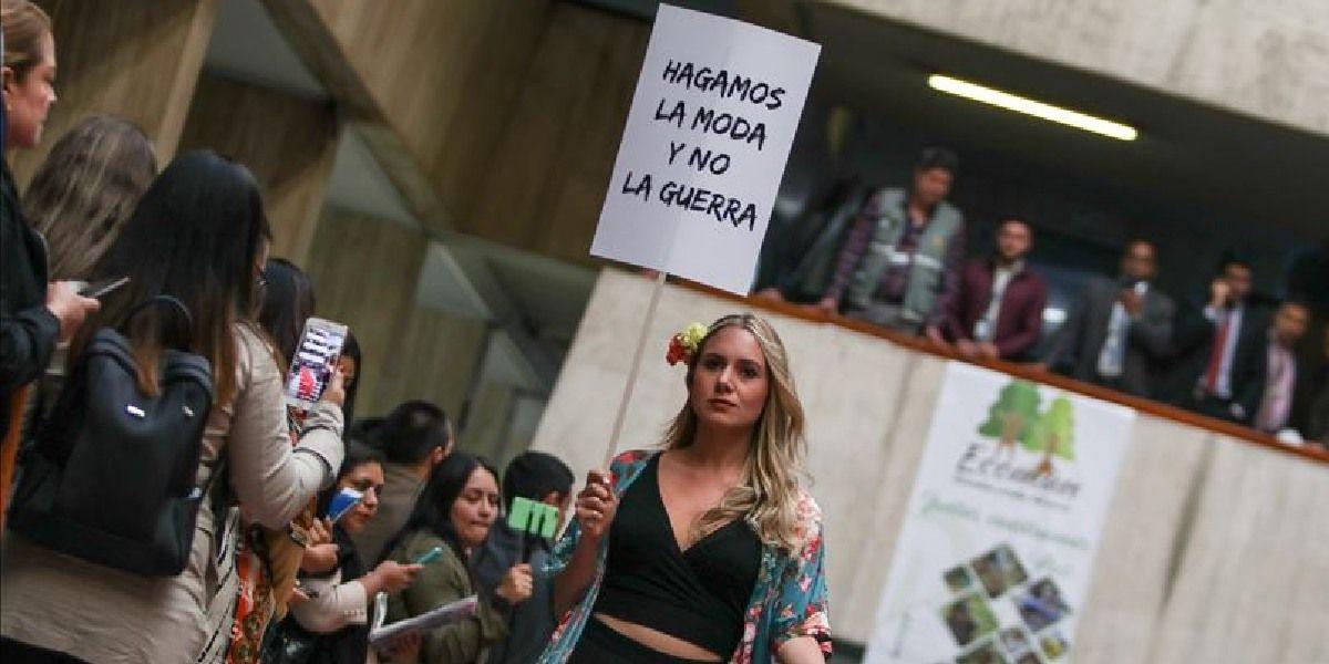 EXGUERRILLERAS APUESTAN A LA MODA