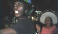 Cuando cantaban el cumpleaños a una tía, llegaron delincuentes armados y robaron celulares