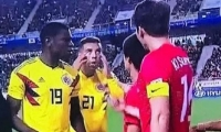 Momento en el que el futbolista hace el gesto.