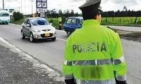Autoridades de la capital del país en alerta por hurto de una camioneta a un general de la Policía.