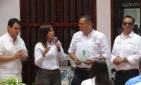 El alcalde Nene Pérez recibió la certificación de las manos de la viceministra de Turismo Sandra Howard.
