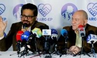 """En la imagen, los miembros del Estado Mayor de las FARC Luciano Marín (i), alias """"Iván Márquez"""", y Julián Gallo Cubillos (d), alias """"Carlos Antonio Lozada"""""""