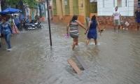Las lluvias también anegaron algunos puntos como el Centro Histórico de Santa Marta.