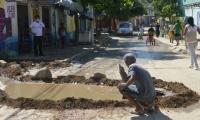 Según habitantes de San Fernando, las alcantarillas de la zona se rebosan constantemente.
