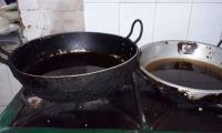 En la inspección de Salud Distrital se evidenciaron ollas como estas, con aceite requemado.