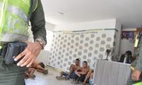 Los detenidos pasaran cerca de 72 horas de cárcel por alteración del orden público y daños ajenos.
