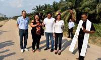 El sacerdote Orlando Daza fue el encargado de bendecir el comienzo de una obra muy importante para el municipio de Algarrobo.