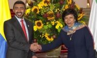 Viceministra de Relaciones Exteriores de Colombia, Luz Stella Jara, y el ministro de Relaciones Exteriores y Cooperación Internacional de los EAU, el jeque Abdullah Bin Zayed Al Nahyan.