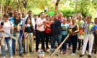 Campesinos recibieron insumos por parte de la Alcaldía Distrital.