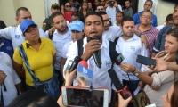 El hasta hoy alto consejero para la Sierra Nevada, Raúl Pacheco, tomó la vocería de los huelguistas.