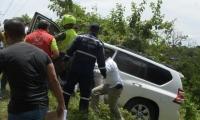 En el vehículo se encontraban la ministra del Interior, Nancy Patricia Gutiérrez; el gobernador de Bolívar, Dumek Turbay; y el Alto Consejero de Seguridad Nacional, Rafael Guarín.