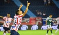 Stiwart Acuña celebrando el gol.
