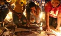 Simpatizantes de la candidata Karina García, llorando su muerte