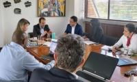 Reunión entre el Gobernador, la Alcaldesa y el Ministro de Deporte.