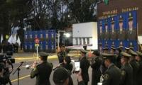 Homenaje a los cadetes fallecidos en el atentado contra la escuela.