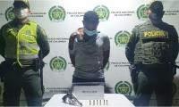 Mientras hurtaba con arma de fuego fue capturado por la Policía.