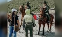 Autoridades en playa Cabo Tortuga.