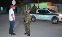 Los militares patrullan las calles de Ciénaga desde la noche de este lunes.