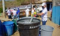 José Rodrigo Dajud trabaja 18 horas al día para suministrar agua en Santa Marta.