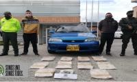 En el procedimiento se realizó la captura de dos personas quienes transportaban dicha droga y la inmovilización del vehículo.