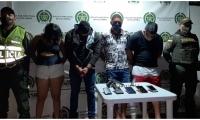 Las cuatro personas fueron capturadas por el delito de Fabricación, Tráfico y/o Porte de Armas de fuego siendo puestos a disposición de la Fiscalía Local en Turno para que defina su situación judicial.