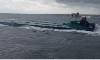 Las inspecciones permitieron establecer que la embarcación transportaba más de una tonelada de clorhidrato de cocaína: 1.055 kilos, de acuerdo con los reportes preliminares.