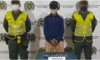 Le encontraron 32 cigarrillos de marihuana ocultos en un frasco de desodorante.
