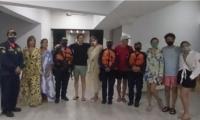 Laura Tobón y su familia después de ser rescatada en la Ciénaga Grande de Santa Marta.
