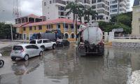 Nuevamente las aguas de alcantarilla están rebosadas en Santa Marta.
