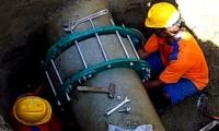 Durante las horas de la noche del pasado lunes, operarios de la empresa corrigieron la fuga que se registró en la tubería de impulsión de 12 pulgadas de PVC.