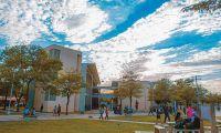 Los estudiantes señalan que se ven perjudicados por las diferencias entre la gobernación y los directivos de la universidad.