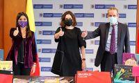 La entrega se dio gracias al apoyo de Fundalectura, la Fundación Empresarios por la Educación y el aporte binacional entre Colombia y Canadá.