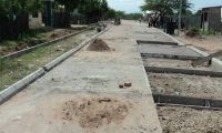 Dos contratos de adoquinamiento de vías en Albania, La Guajira, cuyo valor ascendió a 12.590 millones de pesos.